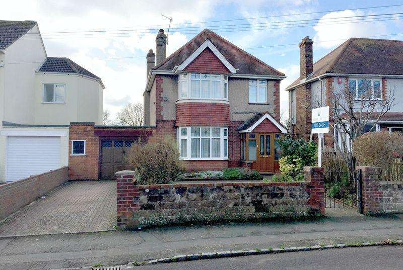 3 Bedrooms Detached House for sale in Cross Road, Southwick (Surprisingly re Available)