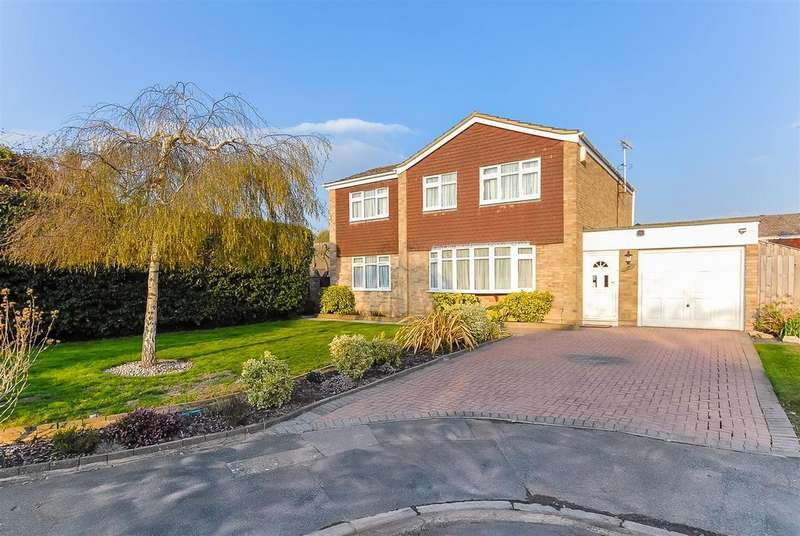4 Bedrooms Detached House for sale in Newberry Crescent, Windsor