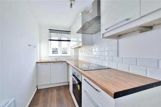 2 Bedrooms Flat for sale in Maplin Park, Langley, Berkshire