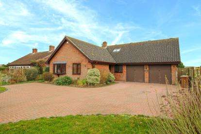 5 Bedrooms Bungalow for sale in Mendlesham, Stowmarket, Suffolk