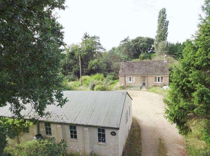 4 Bedrooms Bungalow for sale in Brooke Road , Great Oakley