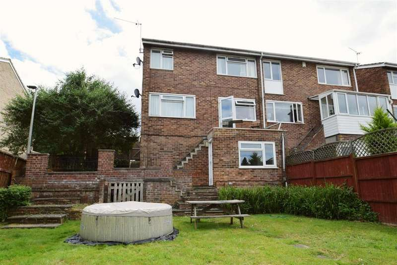 1 Bedroom Apartment Flat for sale in Galsworthy Drive, Caversham Park Village, Reading