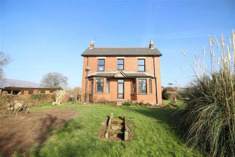 4 Bedrooms Detached House for sale in Cwmbran