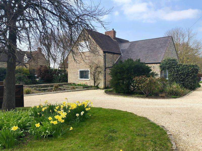 2 Bedrooms Detached House for sale in Little Witcombe, Gloucester