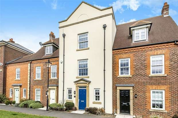 4 Bedrooms Town House for sale in Greenkeepers Road, Great Denham, Bedford