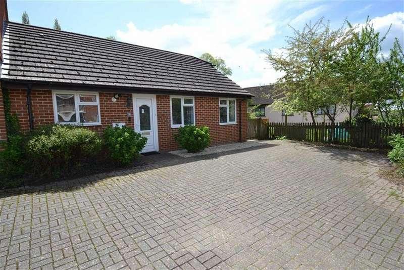 2 Bedrooms Semi Detached Bungalow for sale in Wentworth Court, Stroud Green, Newbury, Berkshire, RG14