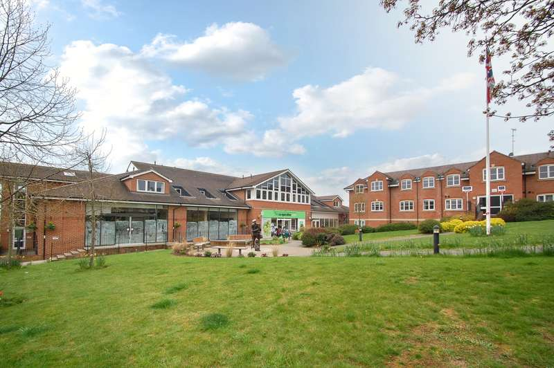 2 Bedrooms Flat for sale in Thomas House, Bells Hill Green, Stoke Poges, SL2