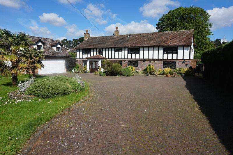 6 Bedrooms Detached House for sale in Garratts Lane, Banstead