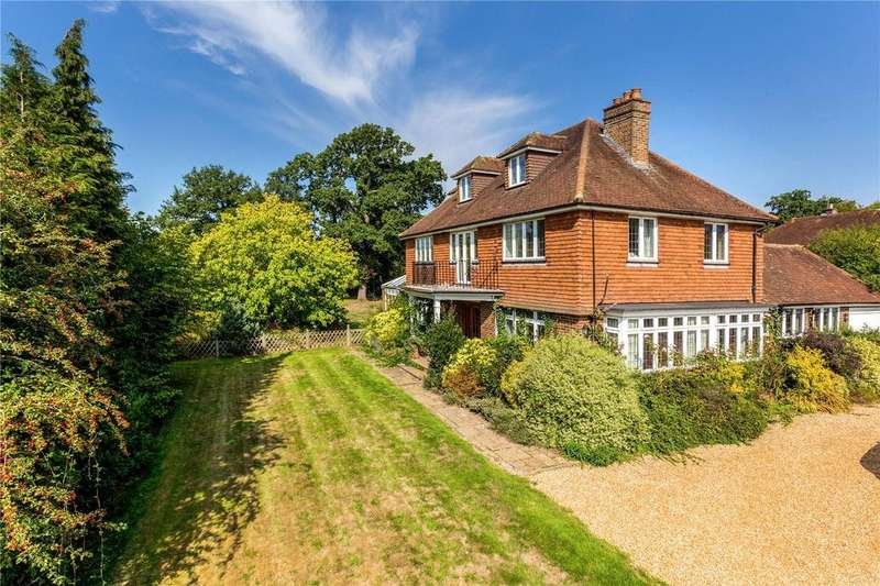 5 Bedrooms Detached House for sale in South Close Green, Merstham, Redhill, RH1