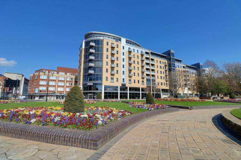2 Bedrooms Apartment Flat for sale in Queens Court, Hull