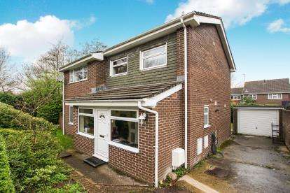 3 Bedrooms Detached House for sale in Cheviot Drive, Thornbury