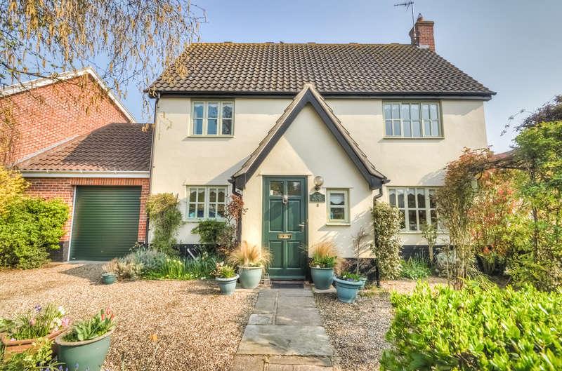 4 Bedrooms Detached House for sale in Aldergrove Close, Halesworth
