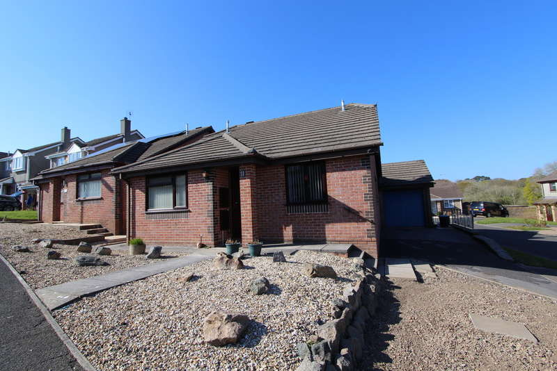 3 Bedrooms Detached Bungalow for sale in Sennen Close, Torpoint