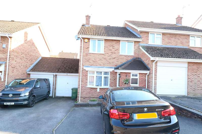 3 Bedrooms Semi Detached House for sale in Thistledown, Tilehurst, Reading
