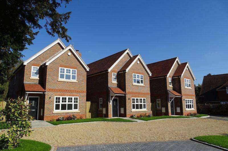 3 Bedrooms Detached House for sale in 1 2 Dippingwell Court, Beaconsfield Road, Farnham Common, Bucks SL2