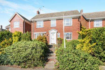 4 Bedrooms Detached House for sale in Ampthill Road, Maulden, Beds, Bedfordshire
