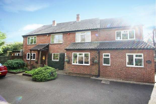 5 Bedrooms Detached House for sale in Brackendale, Guildford, Surrey, GU3 3LH
