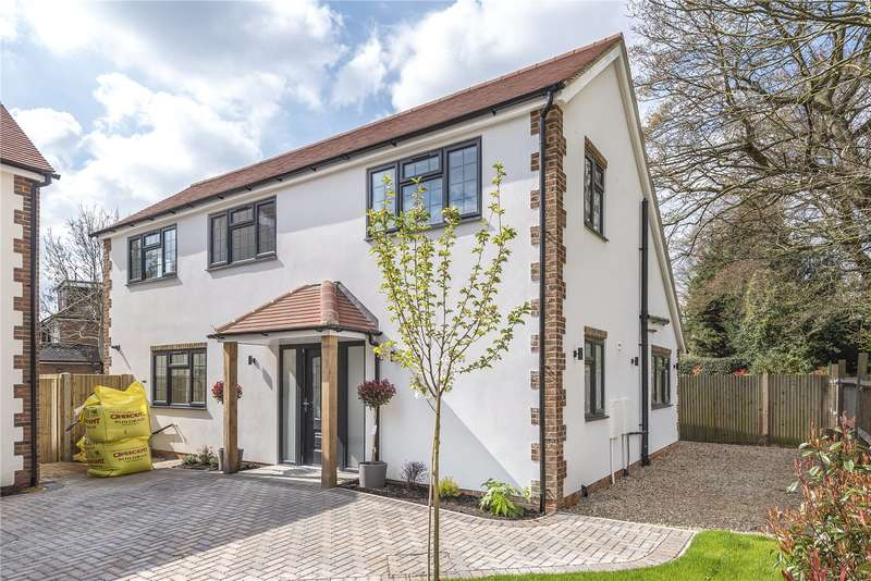 4 Bedrooms Detached House for sale in Flowers Avenue, Ruislip, Middlesex, HA4