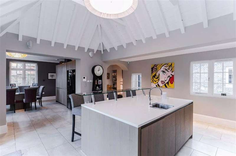 5 Bedrooms Detached House for sale in Woodfield Lane, Essendon, Hertfordshire