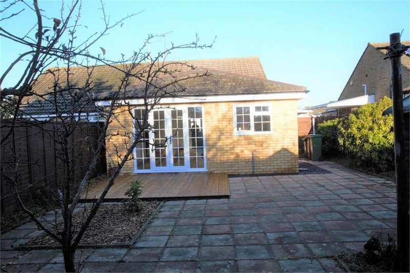 3 Bedrooms Semi Detached Bungalow for sale in Seacourt Road, Langley, SL3