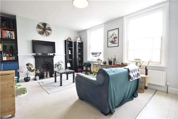 2 Bedrooms Flat for sale in Coronation Road, Southville, Bristol, BS3 1AT
