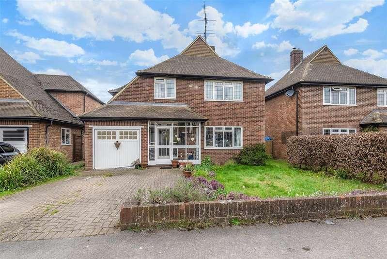 4 Bedrooms Detached House for sale in Priest Avenue, Wokingham
