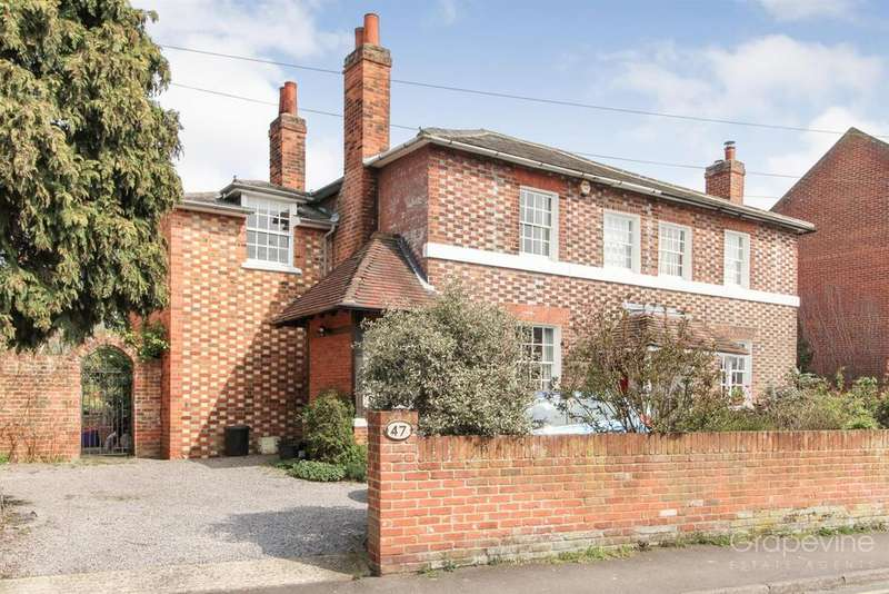 4 Bedrooms Semi Detached House for sale in Station Road, Twyford, Reading