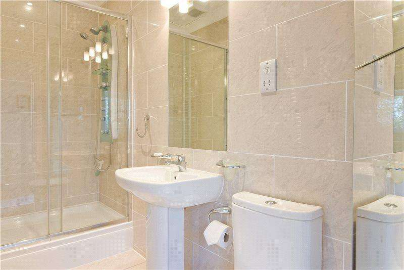 3 Bedrooms Flat for rent in Maycroft House, Park Avenue, Liverpool, Merseyside, L18