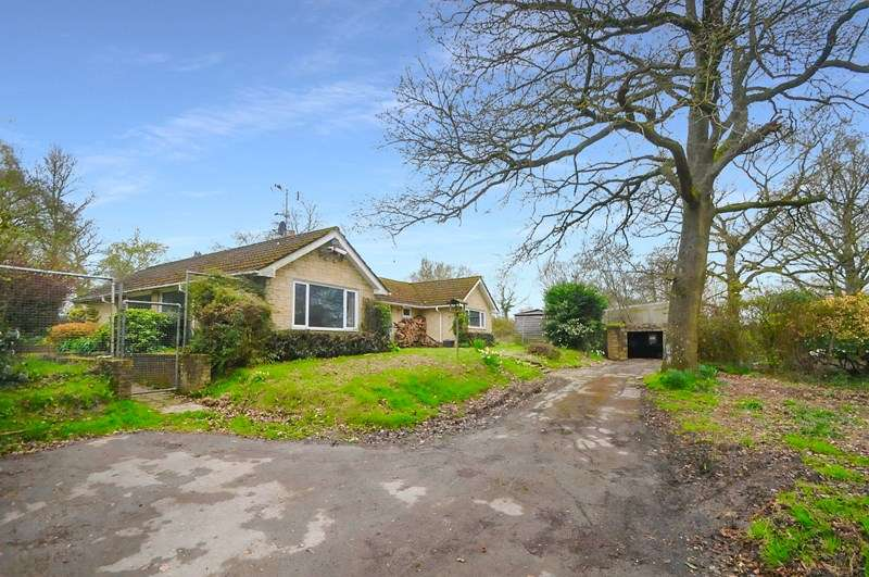 5 Bedrooms Detached Bungalow for sale in Hunger Hill, East Stour, Gillingham