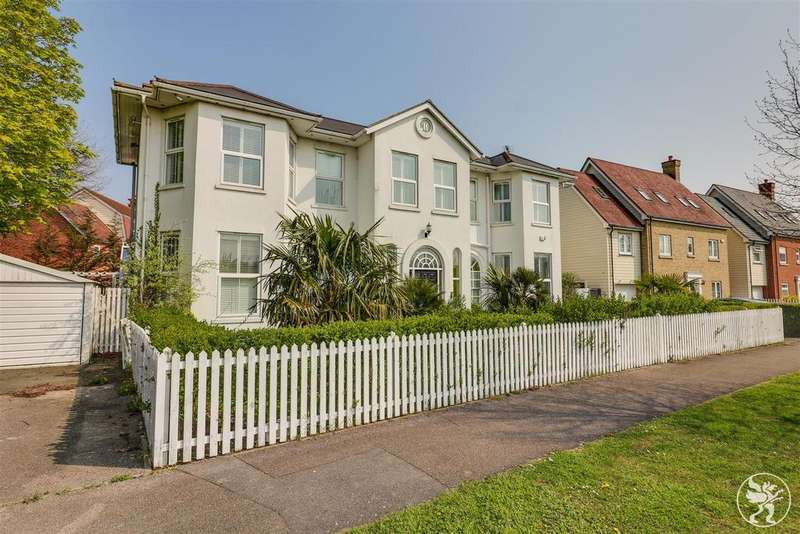 5 Bedrooms Detached House for sale in Guardian Avenue, North Stifford, Grays