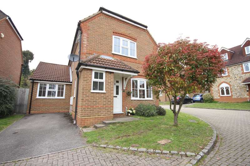 3 Bedrooms Detached House for sale in Buttercup Close, Wokingham