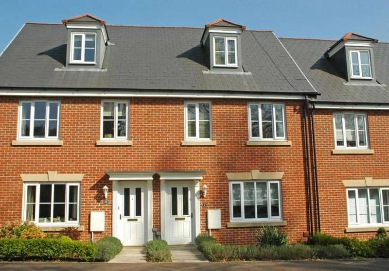 3 Bedrooms Terraced House for rent in St Leonards, Exeter