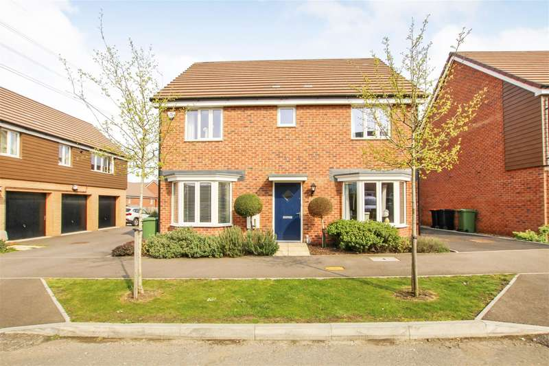 4 Bedrooms Detached House for sale in Dunnock Drive, Leighton Buzzard