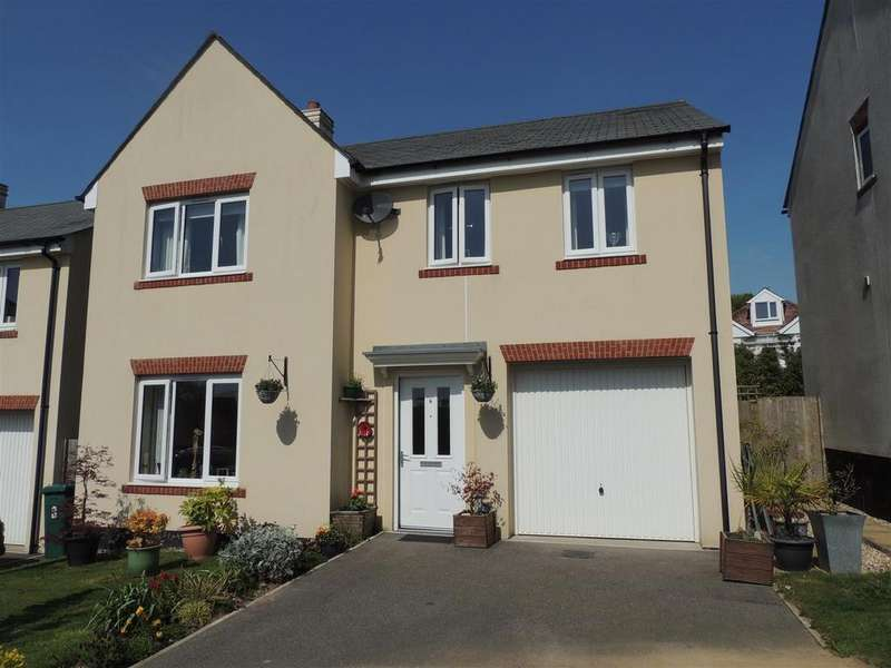 4 Bedrooms Detached House for sale in Tregorrick View, St. Austell