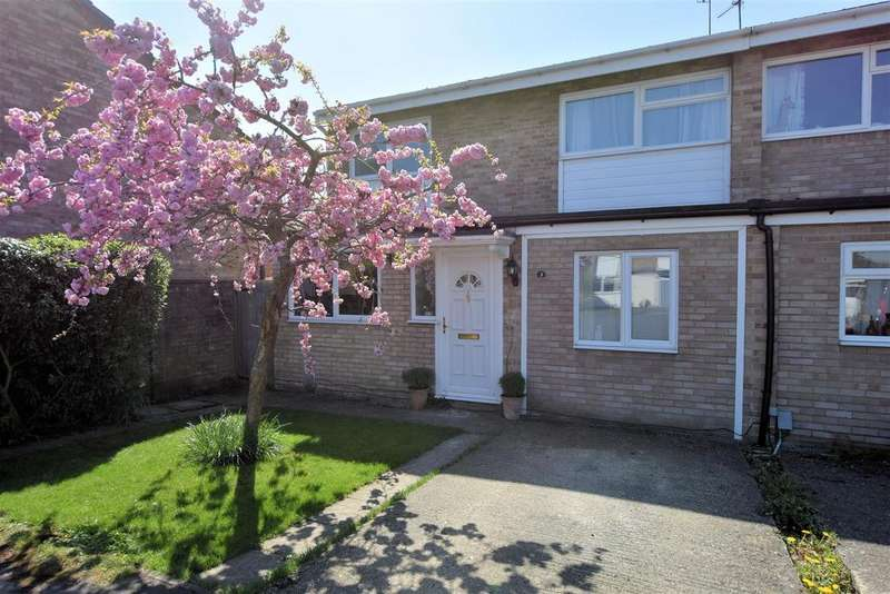 4 Bedrooms Semi Detached House for sale in Wynford Close, Reading