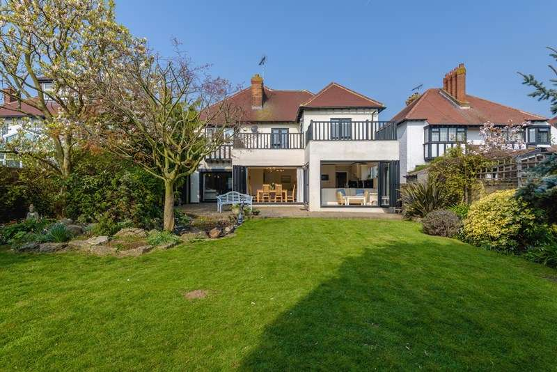 5 Bedrooms Detached House for sale in Prime Burges Estate, Thorpe Bay
