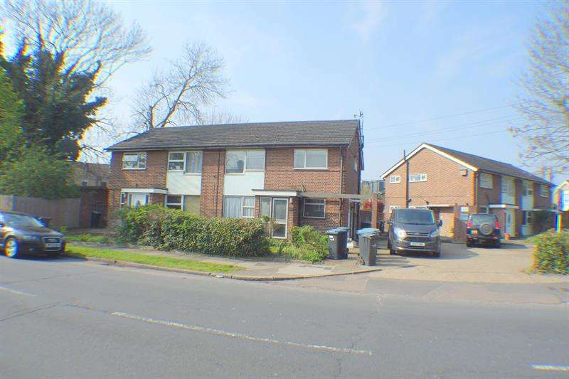 2 Bedrooms Flat for rent in Myddleton Avenue, Enfield