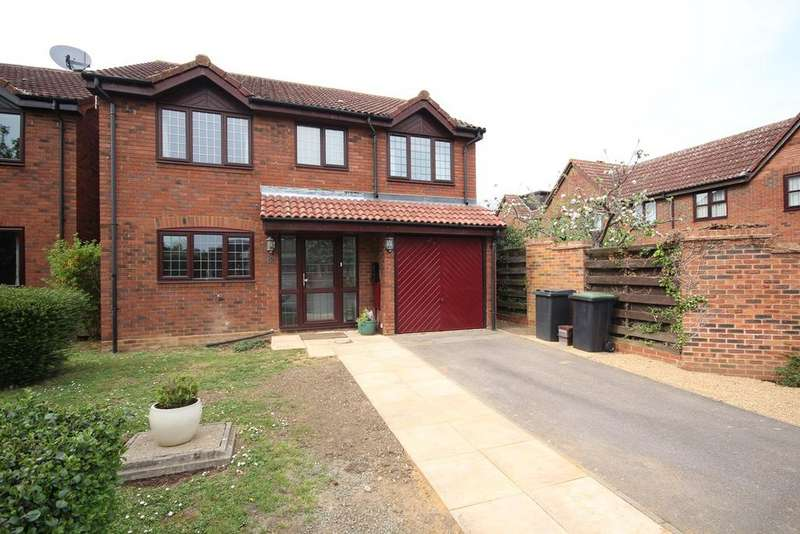 4 Bedrooms Detached House for sale in Applecroft, Lower Stondon, SG16