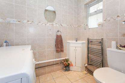 3 Bedrooms End Of Terrace House for sale in Chester Avenue, Luton, Bedfordshire, United Kingdom