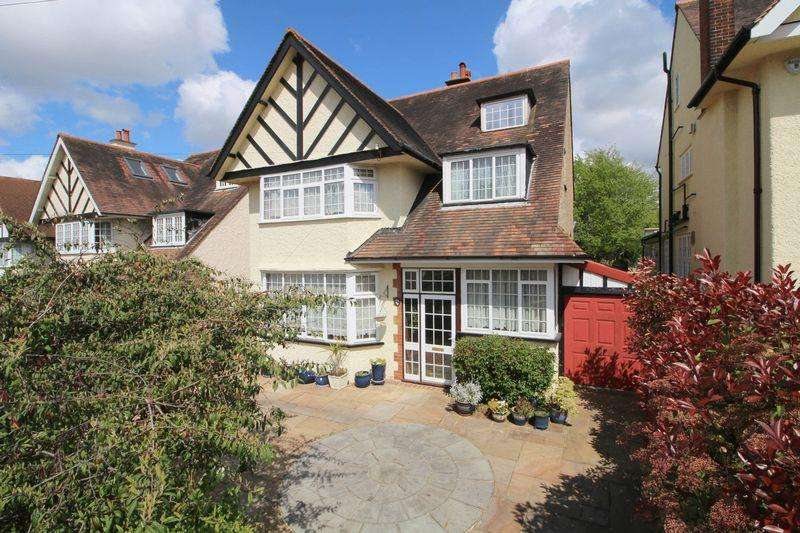 6 Bedrooms Detached House for sale in Purley Downs Road, Sanderstead South Croydon