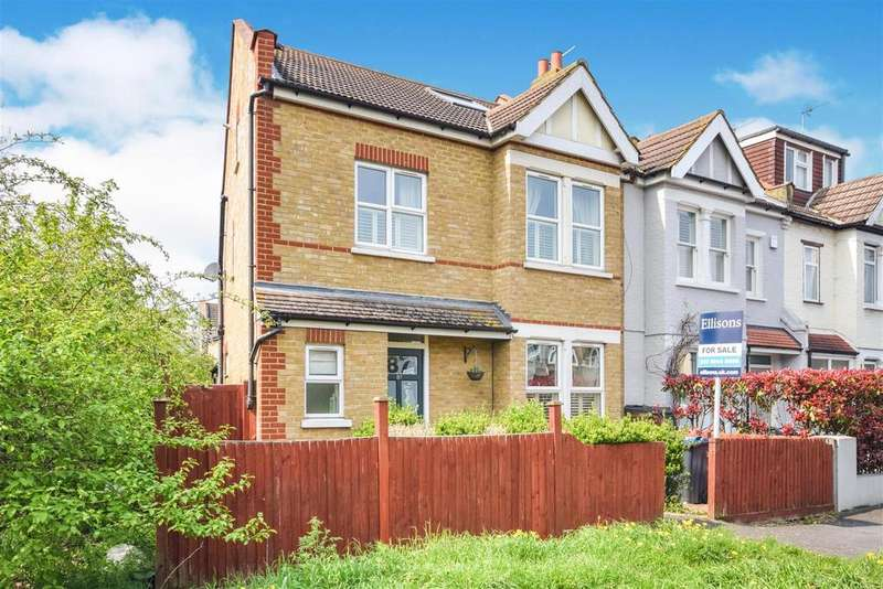 4 Bedrooms House for sale in CARLTON PARK AVENUE, Four Bedroom Apostle house
