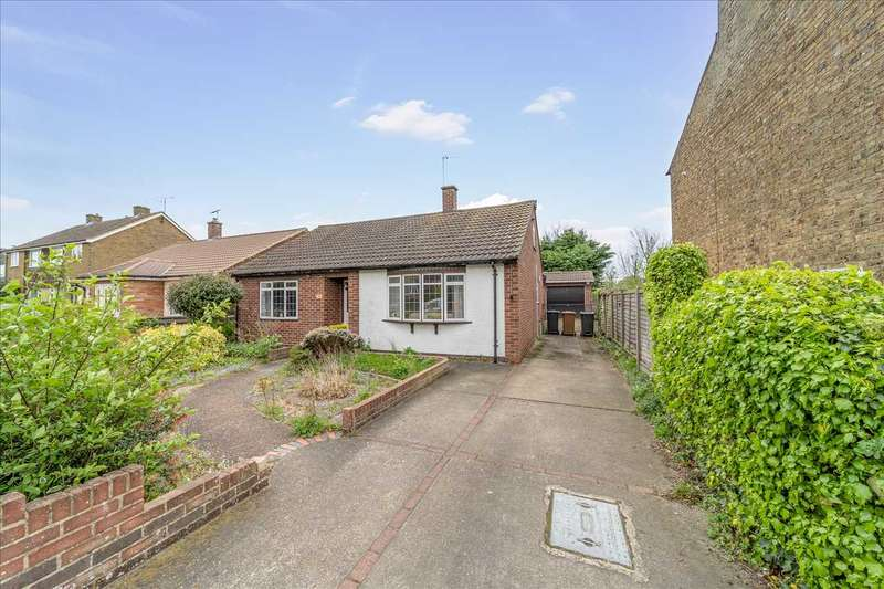 2 Bedrooms Bungalow for sale in Downfield Road, Hertford Heath
