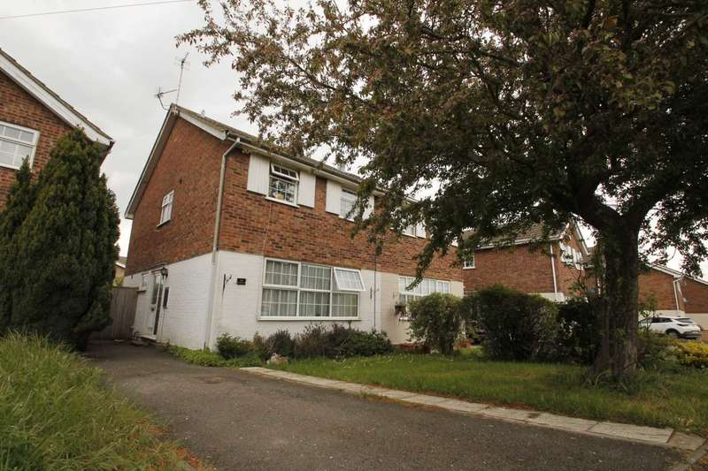 3 Bedrooms Semi Detached House for sale in Dingle Road, Rushden