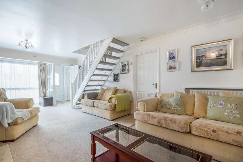 3 Bedrooms Link Detached House for sale in Tintagel Close, Luton, LU3