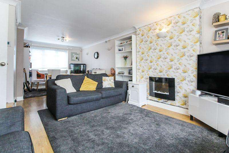 3 Bedrooms Semi Detached House for sale in Pennine Avenue, Luton