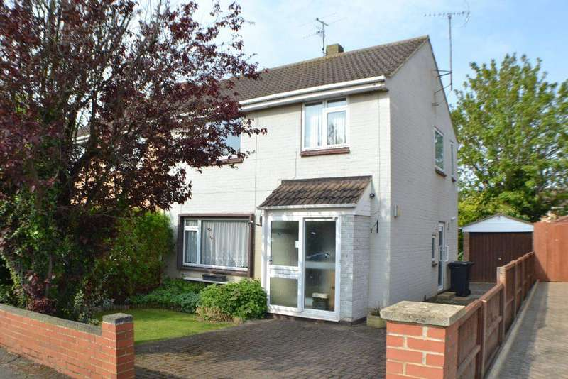 3 Bedrooms Semi Detached House for sale in Blythe Avenue Thatcham