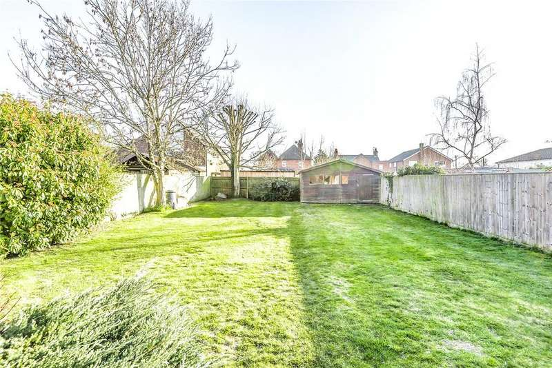 4 Bedrooms Detached House for sale in Victoria Road, Mortimer Common, Reading, Berkshire, RG7
