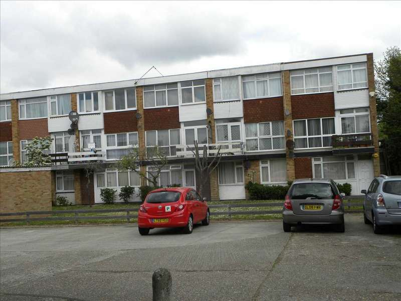 3 Bedrooms Apartment Flat for sale in Belvedere Mansions, Clive Court, Slough