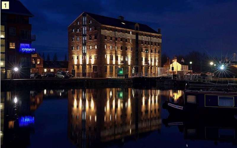 2 Bedrooms Apartment Flat for sale in The Lock Warehouse, Severn Road, Gloucester, GL1