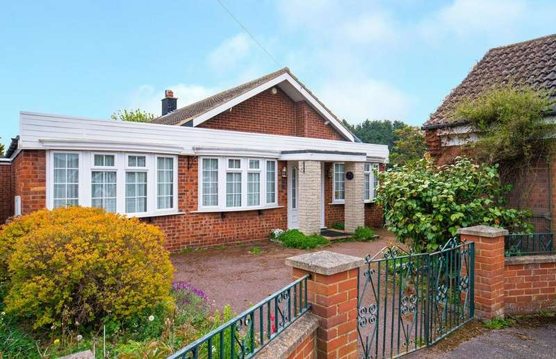 4 Bedrooms Detached Bungalow for sale in St Andrews Way, Langford, SG18